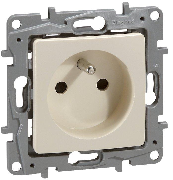NILOE 2P + zásuvka s 16A krémom 764640 Legrand-Store