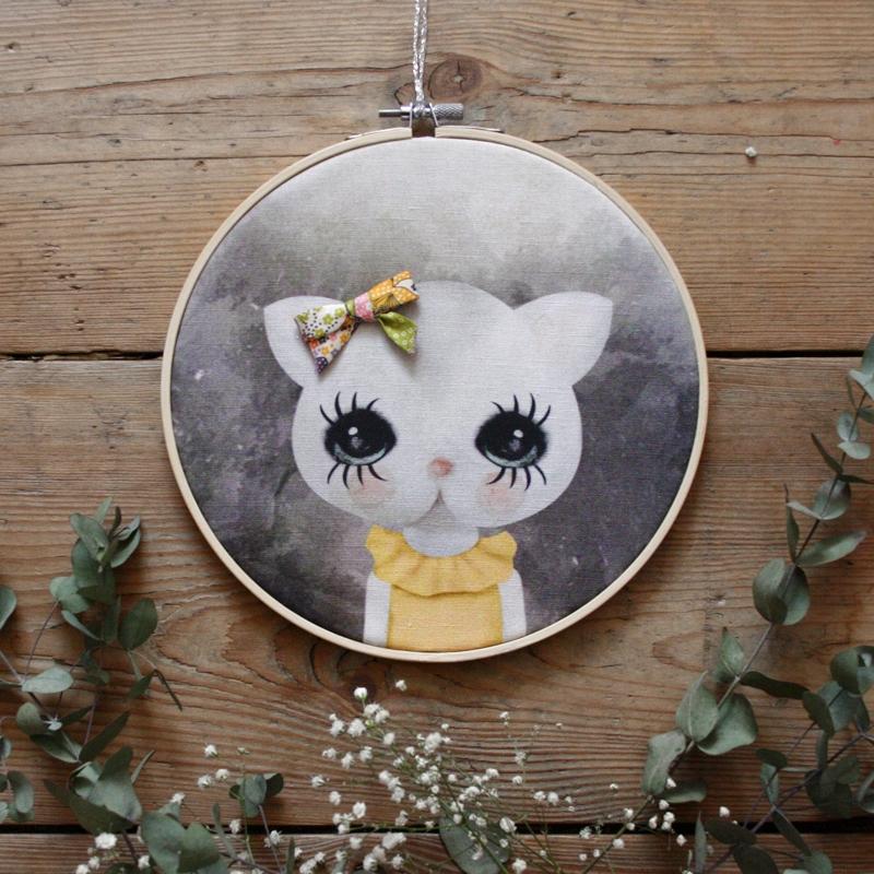 Retro prívesok mačka s pásky žltá vzor Ozna