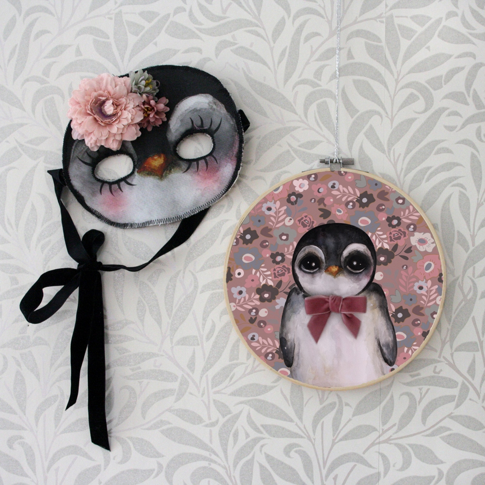 Prívesok retro penguin s ružovou stuhou obrázok De