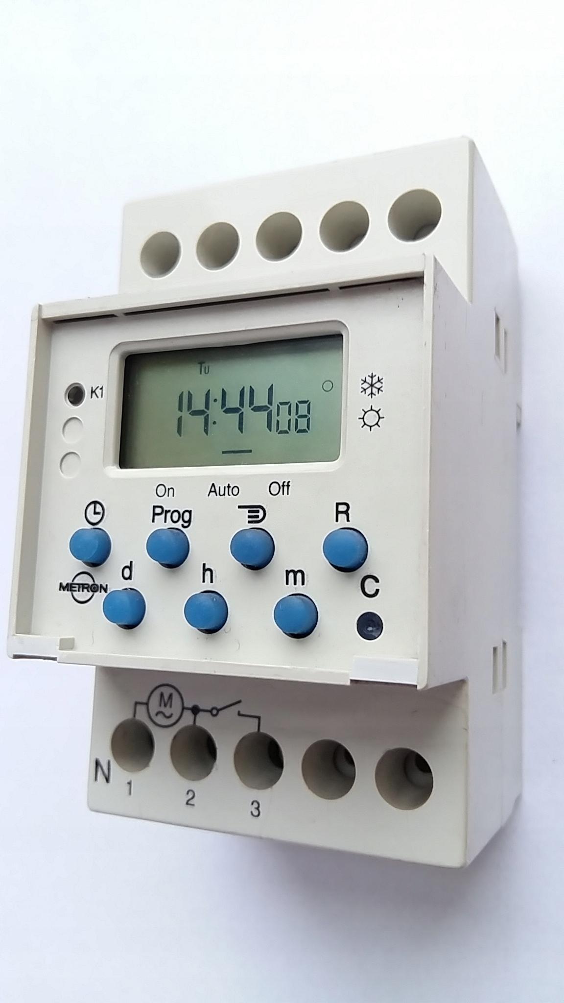 Выключатель часы программатор Таймер МЕТРОН PCm 03