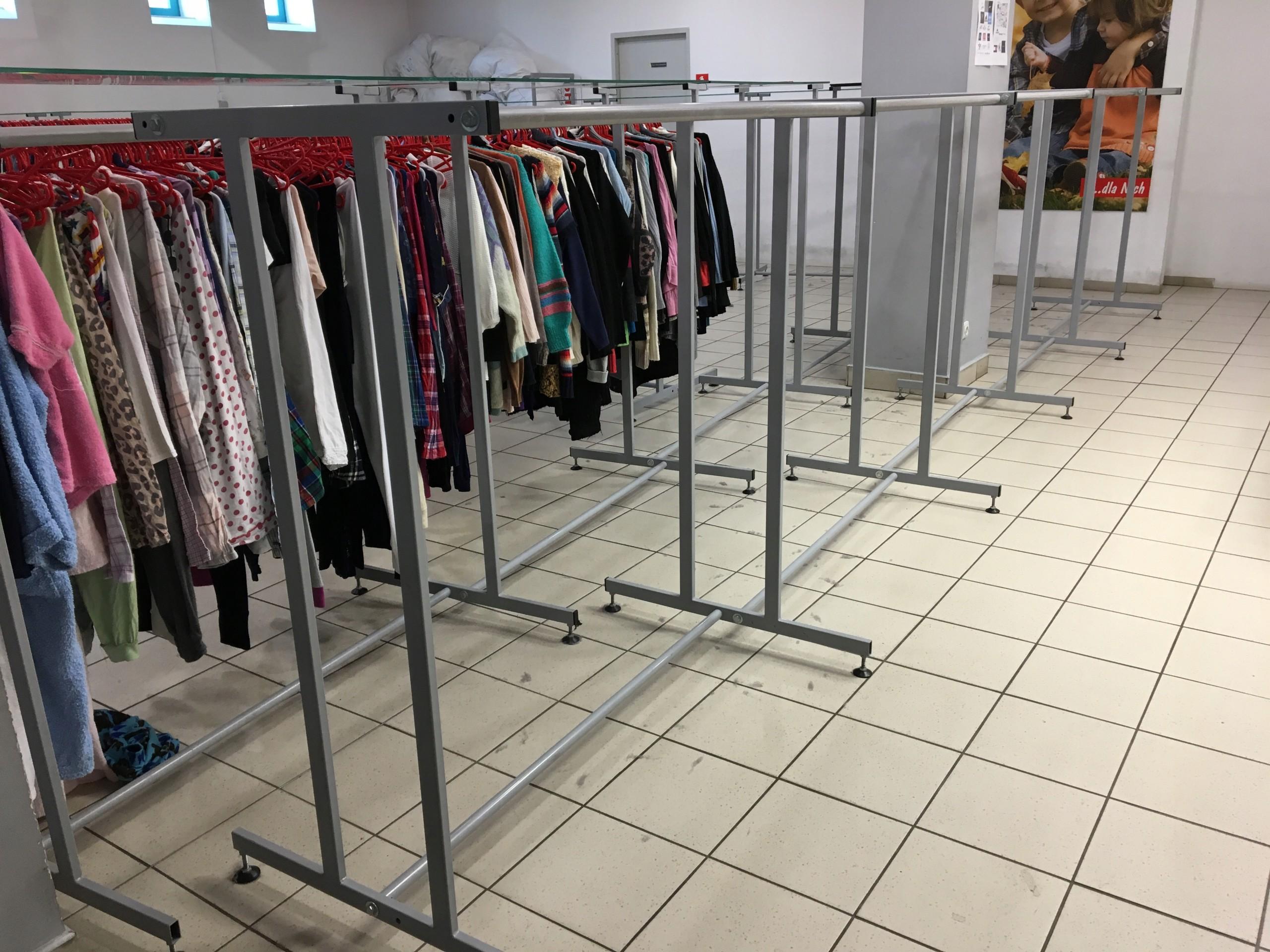Najnowsze Wyposażenie dużego sklepu odzieżowego sprzedam - 7429572920 KG84