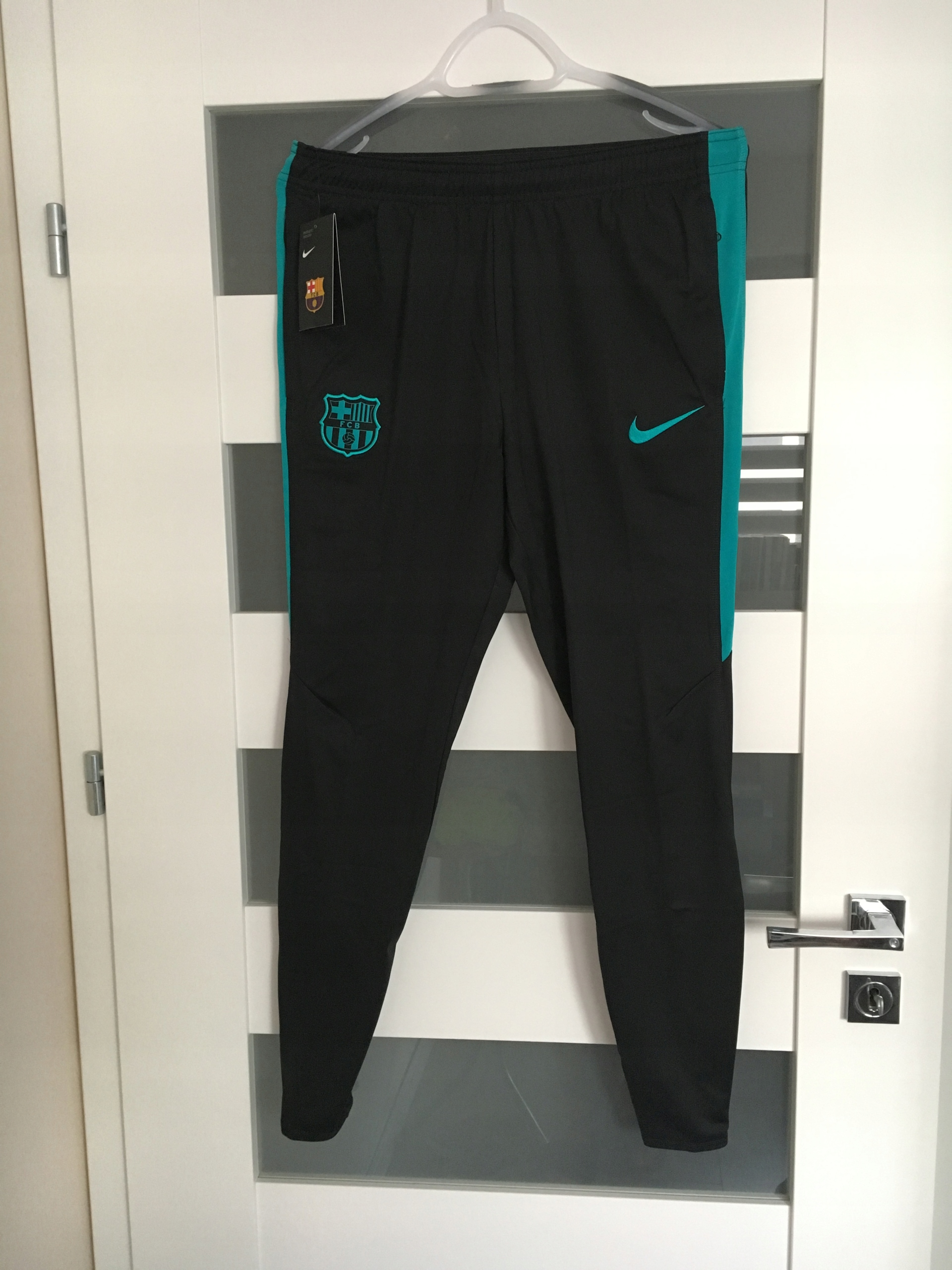 5ff509376 NIKE Spodnie dresowe FC Barcelona dres roz. M - 7460628413 ...