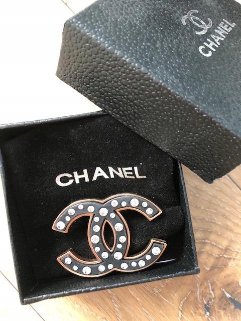 274f9c5f1efb6 Broszka Chanel - 7463728325 - oficjalne archiwum allegro