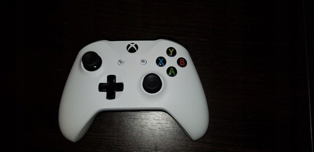 Xbox One S pad