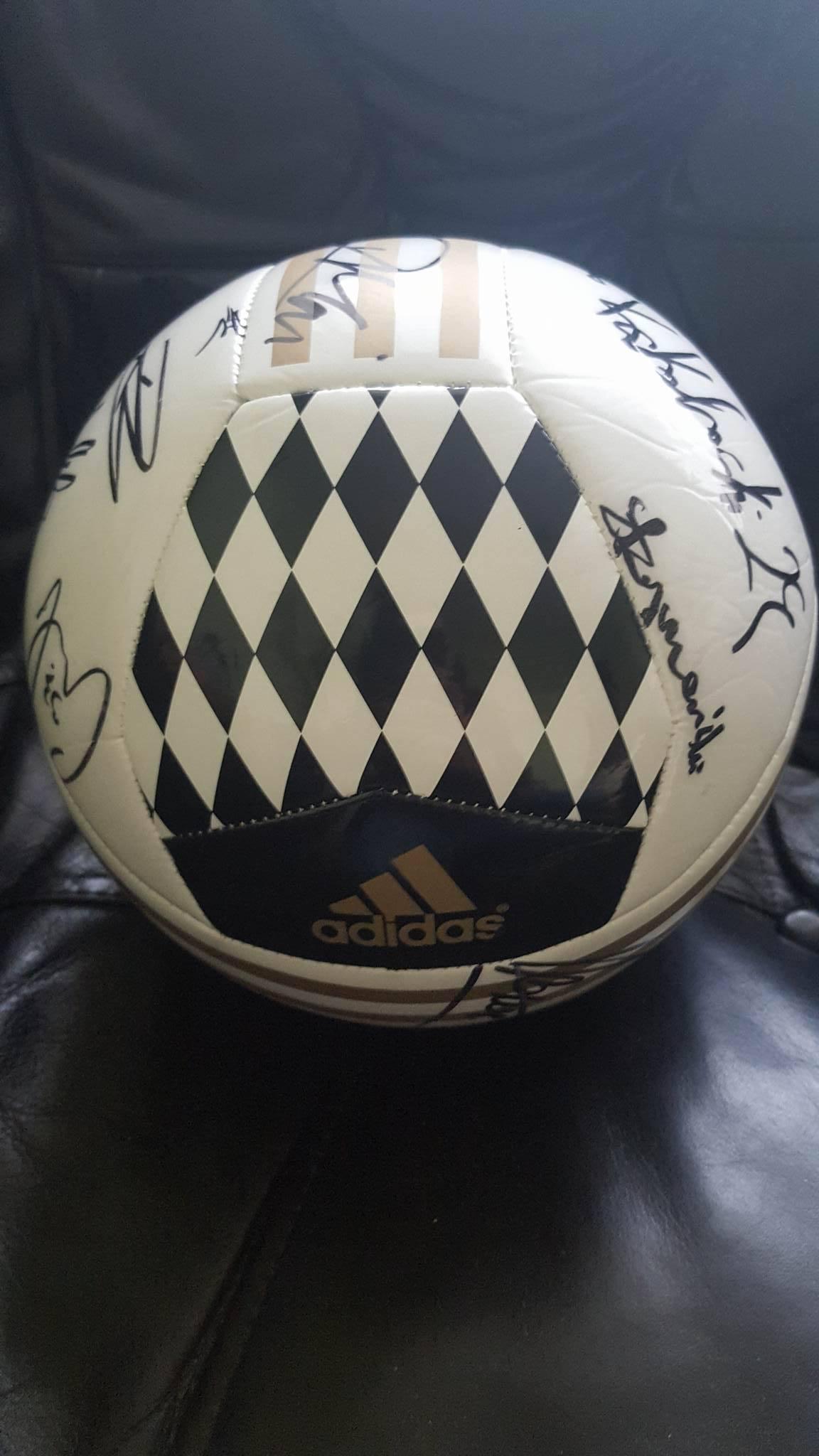 ca3d3ae60 Piłka adidas Legii z podpisami piłkarzy Oryginał - 7086739783 ...