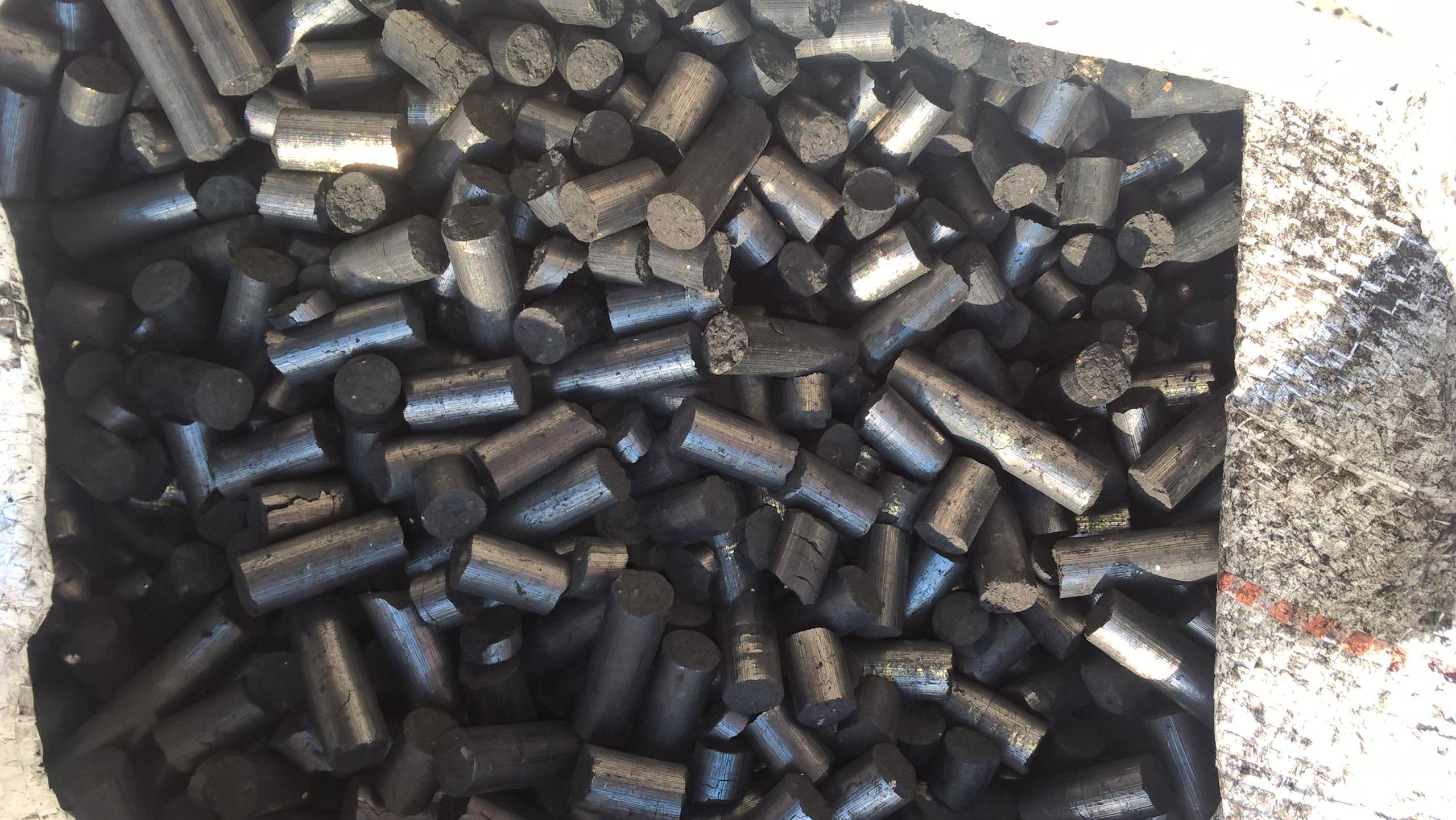 Bardzo dobry Pelet (pellet) z karbonizatu, węgla destylowanego - 7121558125 FE12