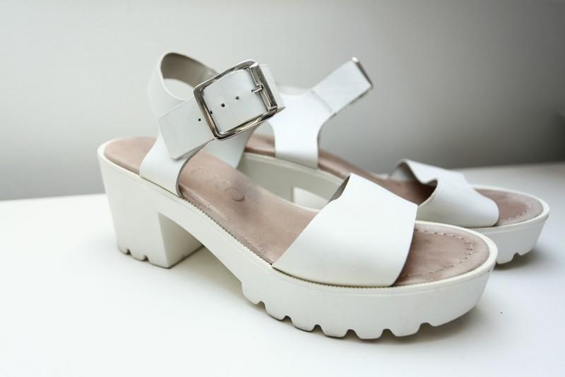 27e4b4e1 Białe sandały Ryłko 39 - 7270844671 - oficjalne archiwum allegro