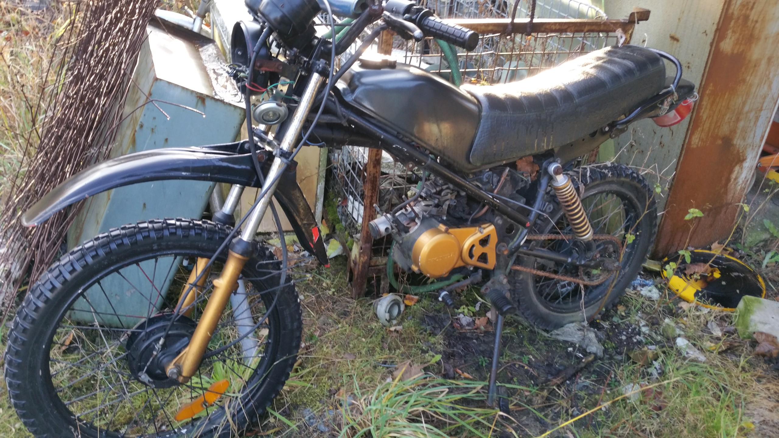 GAŹNIK 12mm FILTR ŚWIECA HONDA HM CRE50 AM6 50