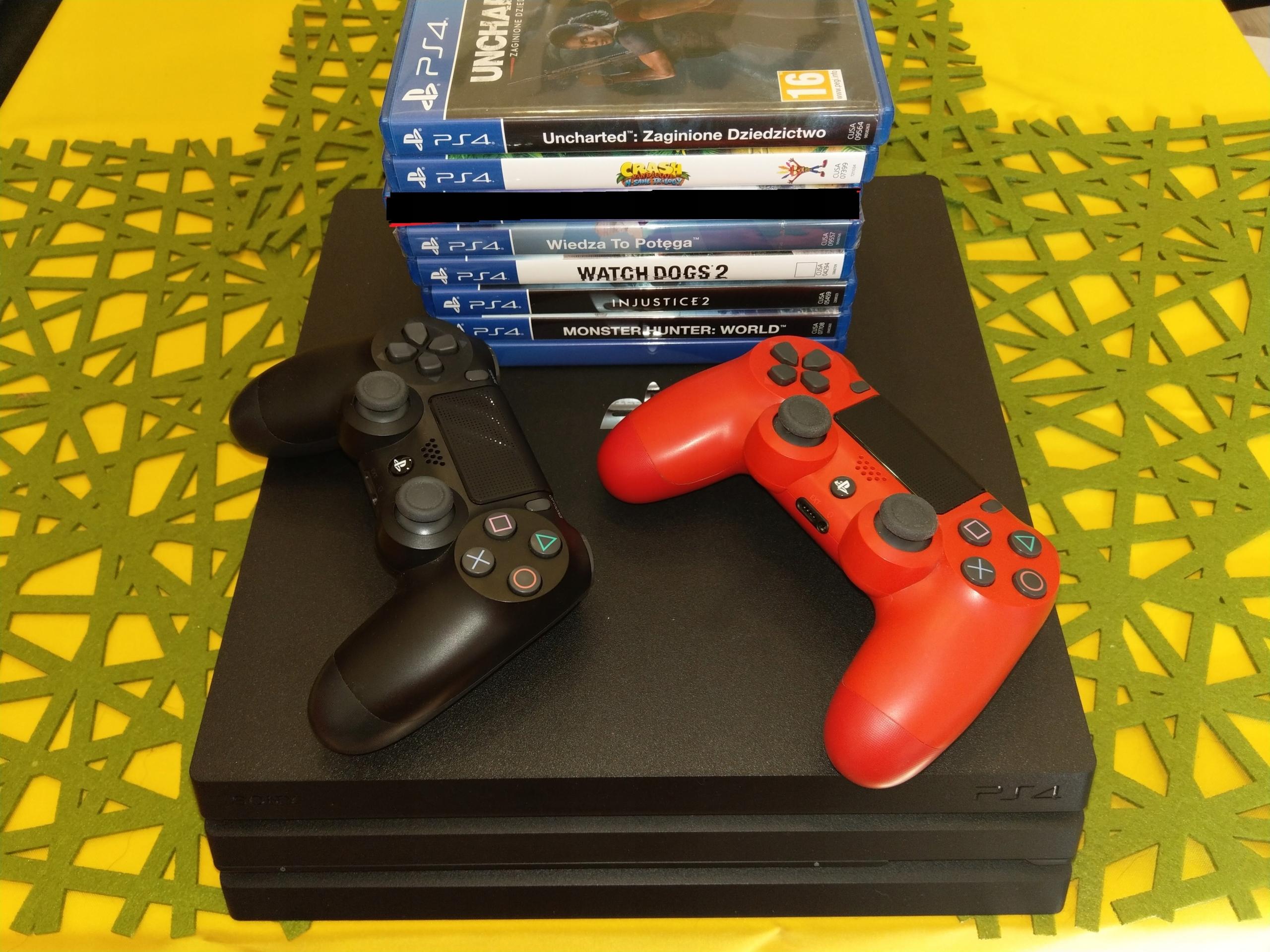 Sony PS4 PRO stan bdb + 2 pady + gry!