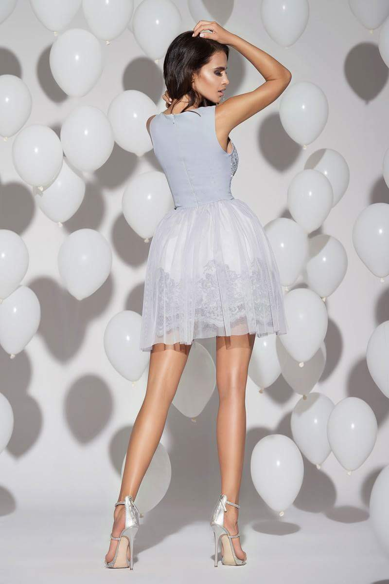 d667e07e81 Krótka sukienka z haftem na sylwestra