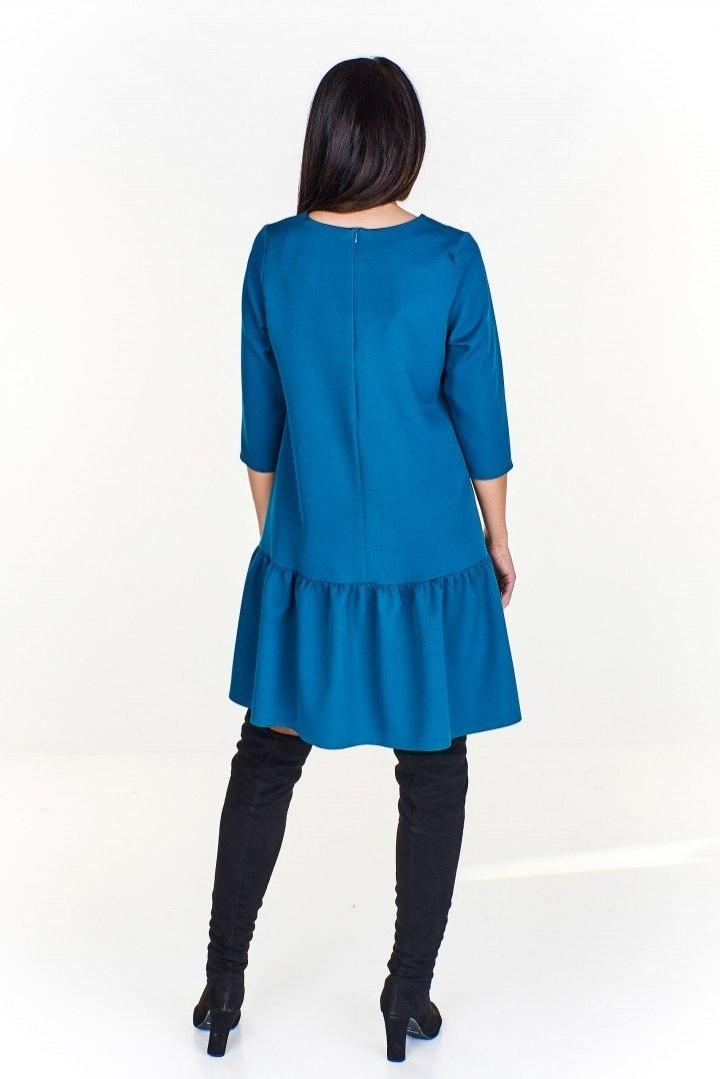 1245c17a8f Trapezowa sukienka z dłuższym tyłem i falbaną na d - 7707414048 ...