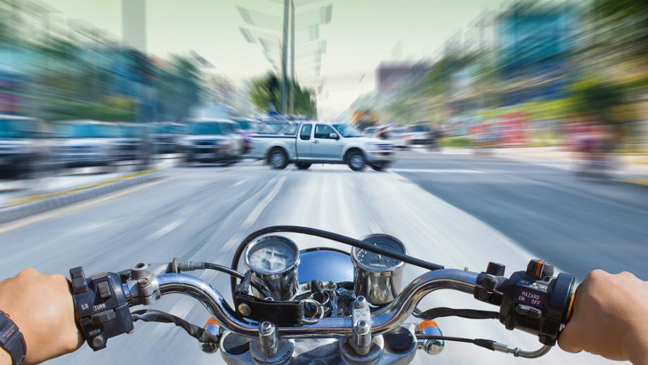 ABS w motocyklu – czy rzeczywiście potrzebny?