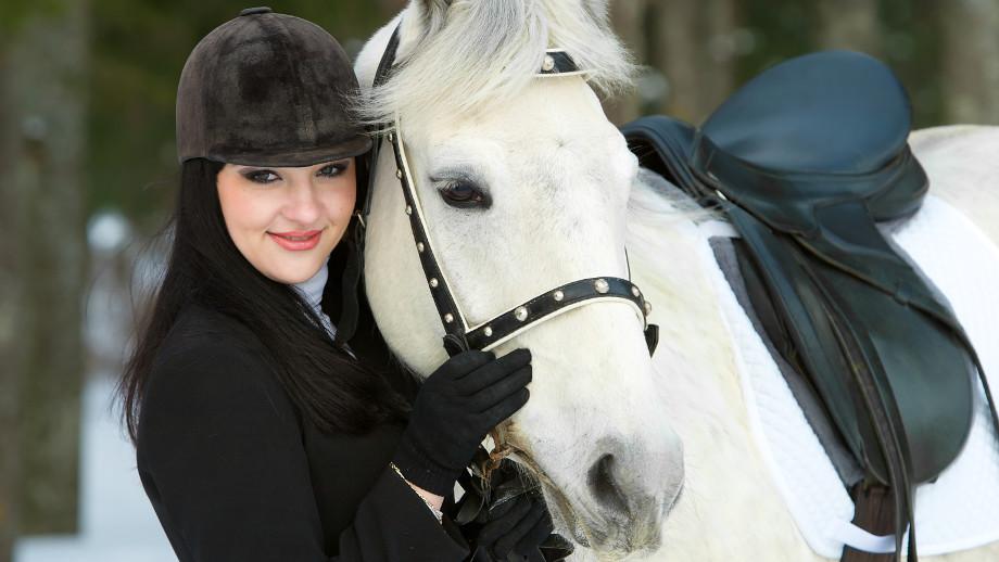 Jak chronić głowę w czasie jazdy konnej zimą