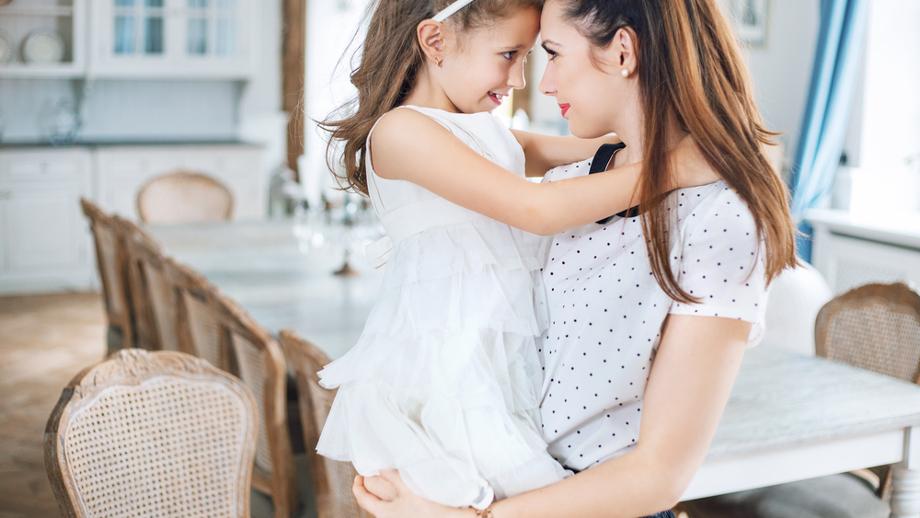 Jak się ubierać po porodzie, by czuć się komfortowo i stylowo