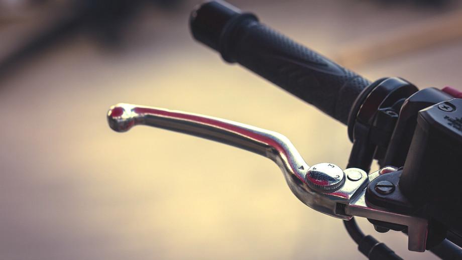 Krótkie czy długie klamki motocyklowe?