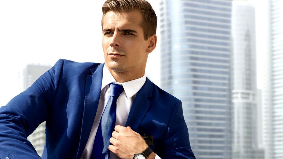 Niebieski garnitur – od elegancji po casual