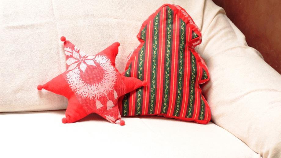 Poduszki w kształcie choinki i gwiazdki