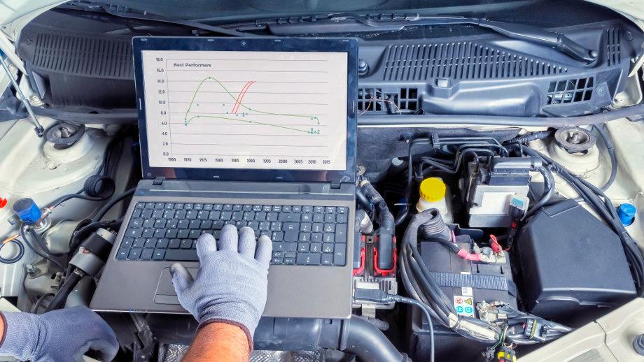 Laptop do diagnostyki samochodowej – na co zwrócić uwagę przy wyborze?