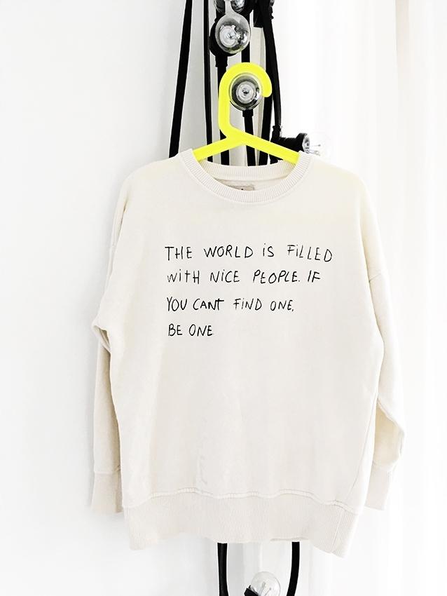 biała bluza z napisem zara