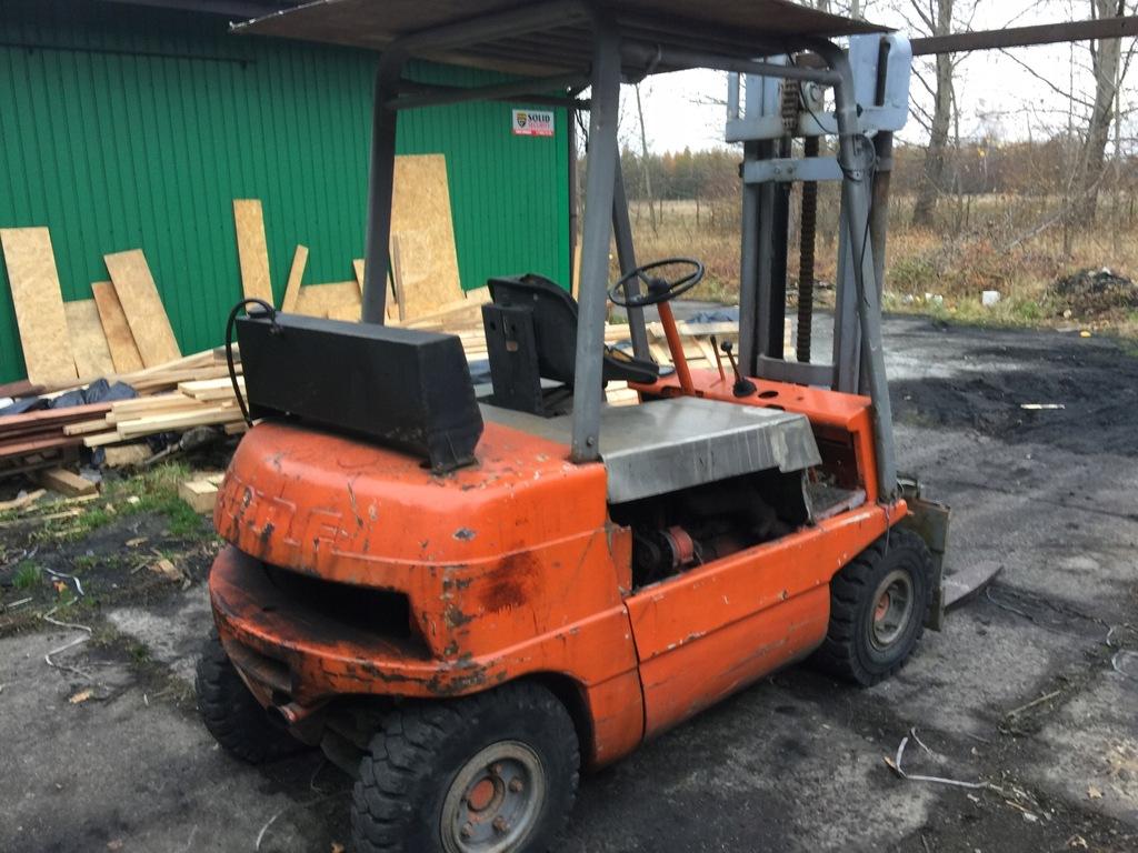 Wózek widłowy LINDE, udźwig 3000 kg, diesel