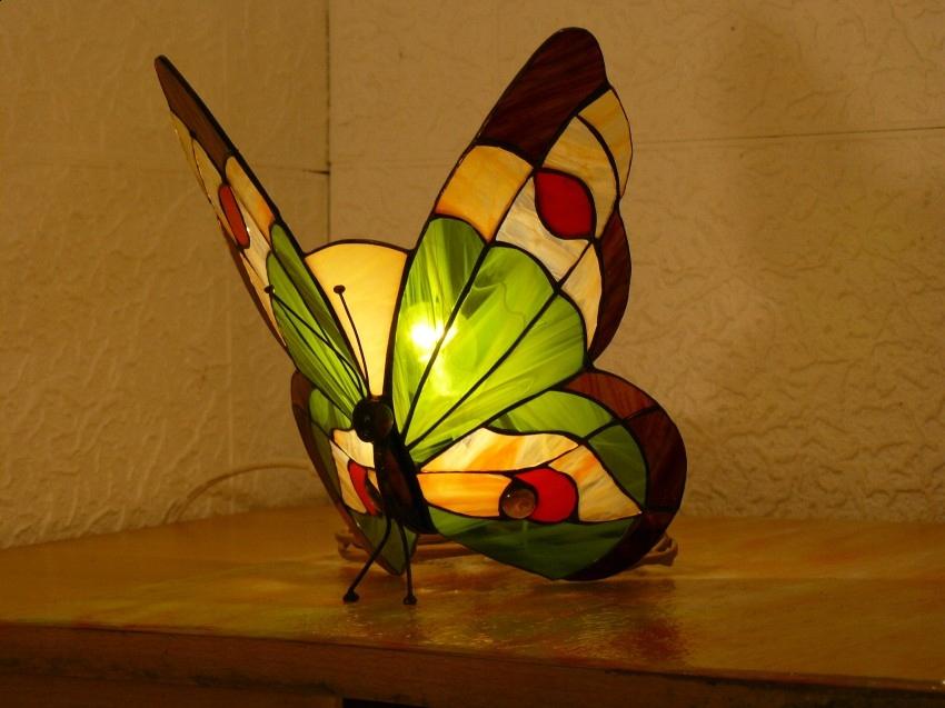 lampa witrażowa w stylu Tiffany''ego Motyl