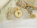 Medalion, runa Algiz, wisior, drewno.
