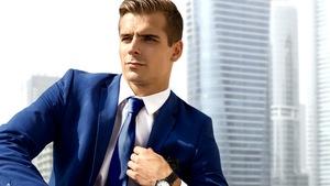 db455fc7a9d26 Niebieski garnitur – od elegancji po casual