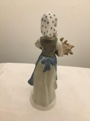 Figurka sygnowana Kobieta z pszenica 23,5 wysoka