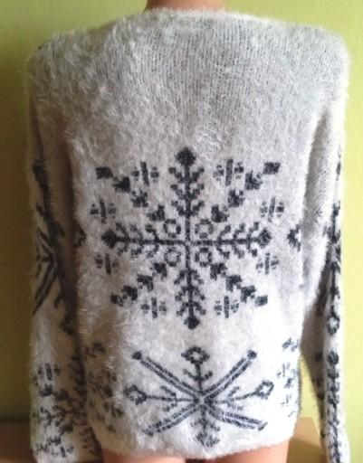 Sweter włochaty fluffy wzór zimowy ( 36 / 38 )